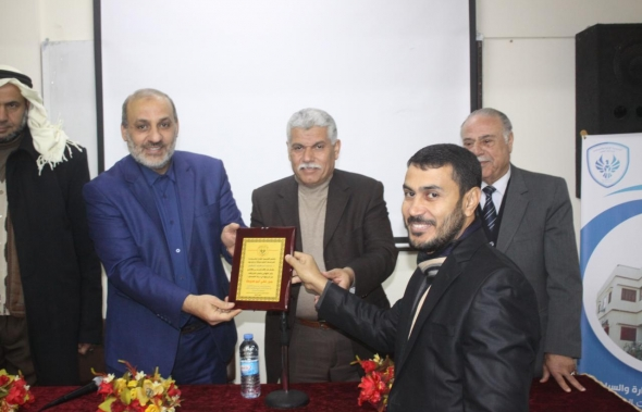 رئاسة الاكاديمية تكرم خريجها الدكتور جبر علي أبو صبحة بحصولة على درجة الدكتوراه من جامعة القرآن الكريم وتأصيل العلوم.